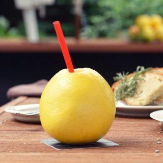 「カジュッタ」 フルーツの果汁をそのまま使った生搾りフレッシュジュース ランチセットに無料で付ける事が出来ますよ