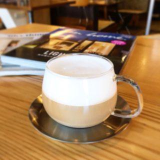 「カプチーノ」 スチーマーで泡だてたフォームミルクと共にエスプレッソをお楽しみください 寒い時期にいかがですか?
