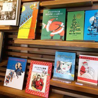 クリスマスの絵本あり〼 こちらの絵本以外にキッズコーナーにもあるのでお気に入りのクリスマス絵本を探してくださいね 本日11月7日(木)は16時までの営業とさせていただきます。