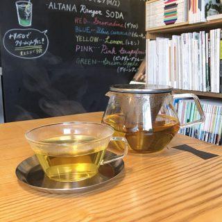 「ALTANAオリジナルブレンドハーブティー」 レモングラスやオレンジピール、ジャーマンカモミールなどをブレンドしたオリジナルブレンドのハーブティー! リラックス効果や整腸作用もありホッと安らぐ香りも特徴です ハーブティーですが今ある茶葉が終わり次第一旦終了とさせていただきます。