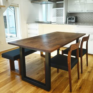 【masterwal 家具納品事例】 ご新築DKにマスターウォールのウォールナット無垢材ダイニングセットを納品しました! 清潔感のある明るいキッチンとオーク無垢材の床に濃色のウォールナット家具が映えて素敵な空間に 12/20(金)本日は納品外出の為、臨時クローズとさせていただきます。 明日12/21(土)は通常営業いたします。 ご迷惑をおかけしますが、よろしくお願いいたします。 ︎ ︎【年末年始休業のお知らせ】 下記の期間、年末年始の休業とさせていただきます。 12/24(火)〜2020年1/9(木) ※火水木は定休日 年内の営業は12/23(月)までとなります。 年明けは1/10(金)から通常営業となります。 どうぞよろしくお願いいたします。