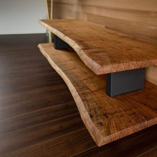 ︎ MUKU-TENのAVボード 鬼胡桃の一枚板を2段に。 ハナレアルタナに現品展示中。 気になる方は、お問い合わせください♪ W1,800mm 火・水・木は定休日。 次回は12/6(金)10:00〜17:00オープンいたします。