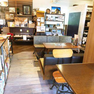 ウッドデッキと店内の床を年末に塗り替えキレイになりました! 自分で塗ると愛着がわきます 本日1月9日(木)は16時までの営業とさせていただきます。