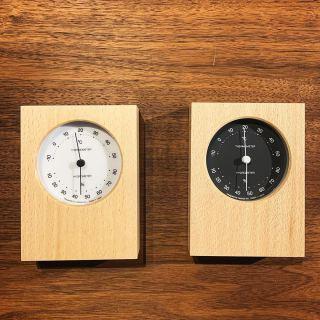 ︎ シンプルモダンな温湿度計の提案。 盤面の発色がきれいで見やすく、清潔感のあるデザイン。 リビングや寝室など、快適な室内の環境づくりにおすすめです。 ・ ※写真の温湿度計は電池を入れていない未使用の状態です。 ・ レムノス DUO 温湿度計 3,800円+税 サイズ;W90×D34×H120mm 明日1/24(金)11:00〜17:00オープンいたします。
