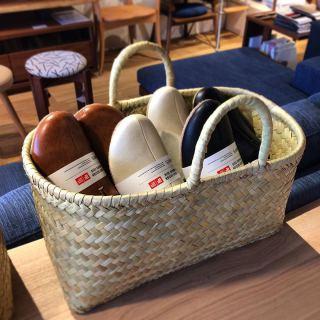 ︎ いろいろ使えるかごバッグ ・ バッグとしてはもちろん、小物入れにもにも使えます。 柔らかくて、軽いので持ち運びしやすいです。 ・ 【松野屋】 リンダバスケット 横長小¥4.400+税 ・ 本日2/17(月) 17:00まで営業しております。 ・