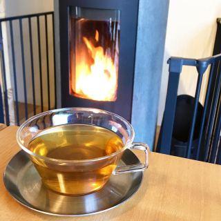 今朝は一段と冷えましたね! こんな日は身体の中から温まるハーブティーはいかがでしょうか? 店内も暖かくしてお待ちしております #fue.fuki