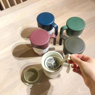 ︎ デスクワークのお供に♩. . いつでもどこでも本格コーヒーが作れるプレス器付きマグカップ。 粉とお湯を入れ、. 4分経ったら漉し器をゆっくり下げるだけ。 . . いつでもフレッシュなコーヒーが飲めますよ♩. . もちろん、ハーブティや紅茶も♩. . . 【KINTO CAFEPRESS】¥1,500+税. . . . 本日4/13(月)11:00〜17:00まで営業しております。
