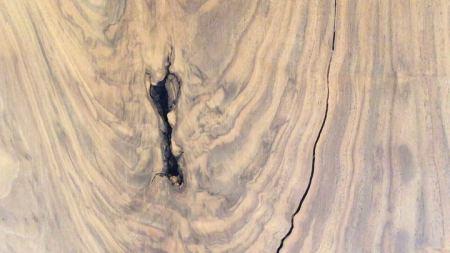 ︎ 【店内MUKU ten.のご紹介】 . ブラックウォールナット一枚板. . . 特有の美しい杢目と、 枝分かれ部分の表情が愉しめるワイルドな一枚です。. . 断面に空いた穴、割れ、ヒビ… 木が生きた年月を感じますね。. . 6人掛けダイニングテーブルとして、ご利用いただけます。. . pic2は、形の似たブラックウォールナットの納品事例。. (サイズは異なります). . 写真はスチール脚ですが、 木製脚もございますよ🏻♂️. . 【ブラックウォールナット一枚板】. ¥190,000+税. W2,170×D690〜1,160×T30mm. . 明日5/23(土)は11:00〜17:00で営業致します。. . <5/23(土)ご予約可能時間帯>. ※5/22(金)現時点 ①11:00〜12:30