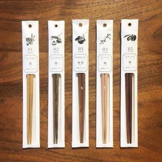 ︎ 美味しいものを、 美味しく食べたい。. . 上質な箸は、食事も美味しく感じます。. . 純度100%の上質な蜜蝋のみで仕上げた天然木のお箸です。. . 【tetoca 天然木 箸】. 各¥800+税. . 明日5/29(金)は11:00〜17:00でオープン致します。 ・ <5/29(金)ご予約可能時間帯>. ※5/28(木)現時点 ①11:00〜12:30 ②13:00〜14:30 ③15:00〜16:30 ・ フリーでご来店の際にはお待ちいただく場合がございます。空いていれば1組ずつのご案内をさせていただきます。 家具打合せのご来店は、スムーズなご案内の為、ご予約をおすすめいたします🏻♀️ ・ ・ 感染症予防対策の為、何卒ご理解、ご協力のほどよろしくお願い申し上げます。 #インテリアショップ