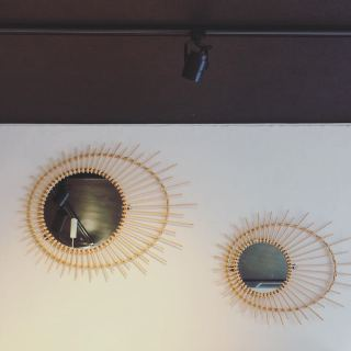 ︎ 絵を飾るようにミラーを飾る ・ 実用的でありながらお部屋の雰囲気を変えてくれます。 まるで蚤の市で見つけたような味のあるラタンミラーです。 ・ rotta rattan mirror soleil S W580×H455mm ¥3,800+税 ・ rotta rattan mirror soleil L W705×H560mm ¥5,800+税 ・ 5/31(日)本日17:00まで営業しております。 . <5/31(日)ご予約可能時間帯>. ③15:00〜16:30 ・ フリーでご来店の際にはお待ちいただく場合がございます。. 空いていれば1組ずつのご案内をさせていただきます。 家具打合せのご来店は、スムーズなご案内の為、ご予約をおすすめいたします🏻♀️