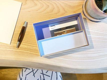︎ 先日、遠方の友人から手紙が届きました。. . LINEやメールが日常である今、 手紙を書く機会は減りましたが貰うと嬉しいものです。. . 丈夫な板紙で作られたFUMIBAKOに、 大切な手紙を保存しませんか。. . ペン用トレー付きです。. . 【大成紙器製作所】. FUMIBAKO/FUJI S. ¥4,500+税. . 本日11:00〜17:00でオープンしております。. . 只今入店可能です! フリーでご来店の際にはお待ちいただく場合がございます。空いていれば1組ずつのご案内をさせていただきます。 家具打合せのご来店は、スムーズなご案内の為、ご予約をおすすめいたします🏻♀️ ・ ・ 感染症予防対策の為、何卒ご理解、ご協力のほどよろしくお願い申し上げます。. . #インテリアショップ