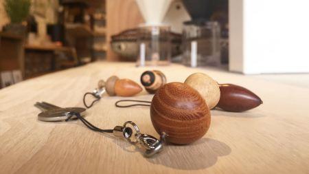 ✴︎ カバンやポケットから取り出したとき、 くすっとなるキーホルダーが好きです。. . 【アトリエhiro】. 木のストラップ ¥1,100+税. . 本日11:00〜17:00でオープンしております!. . 只今入店可能です! フリーでご来店の際にはお待ちいただく場合がございます。空いていれば1組ずつのご案内をさせていただきます。 家具打合せのご来店は、スムーズなご案内の為、ご予約をおすすめいたします🙇🏻♀️ ・ ・ 感染症予防対策の為、何卒ご理解、ご協力のほどよろしくお願い申し上げます。 #ハナレアルタナ #インテリアショップ #アトリエhiro #木のストラップ #キーホルダー #富士市